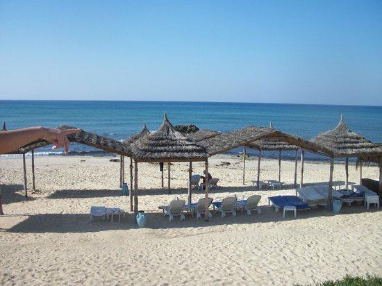 Royal Azur Thalasso Golf: пляж вид из отеля