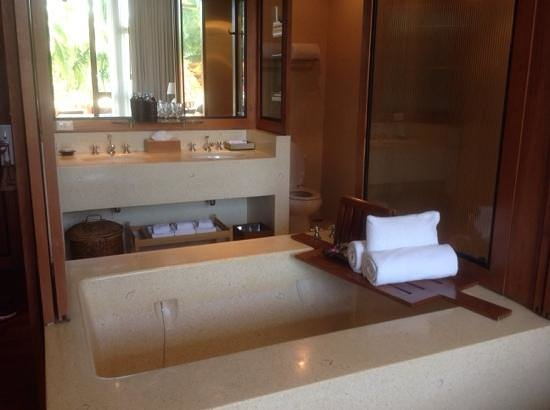 Anantara Hua Hin Resort: double bath in lagoon room