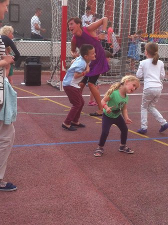 HD Parque Cristobal Tenerife : dance time for kids