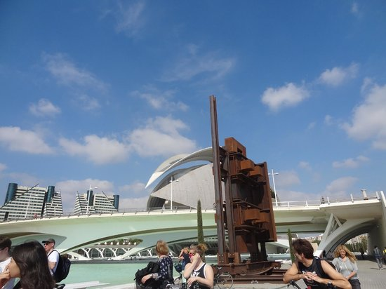 Valencia Bikes: turia park calatrava architechture
