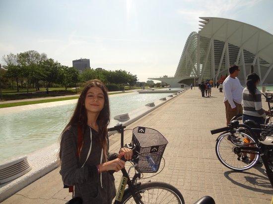 Valencia Bikes: turia park bike ride through the park