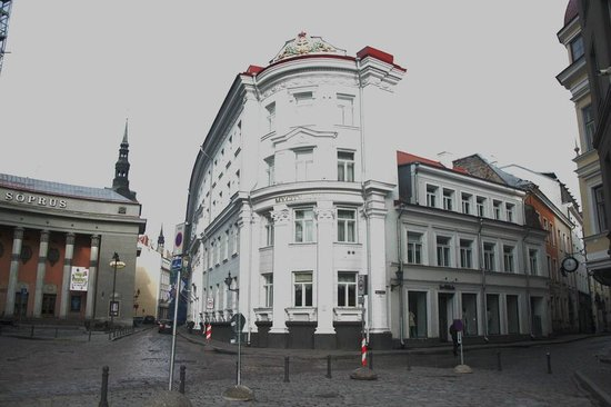 My City Hotel Tallinn: Вид с со стороны улицы Suur-Karja