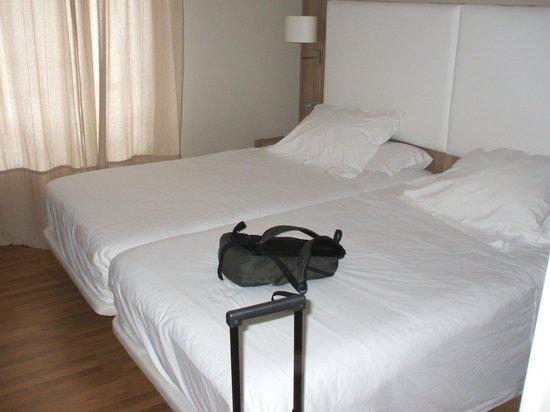 Hotel Los Lagos Nature: CAMAS MUY COMODAS