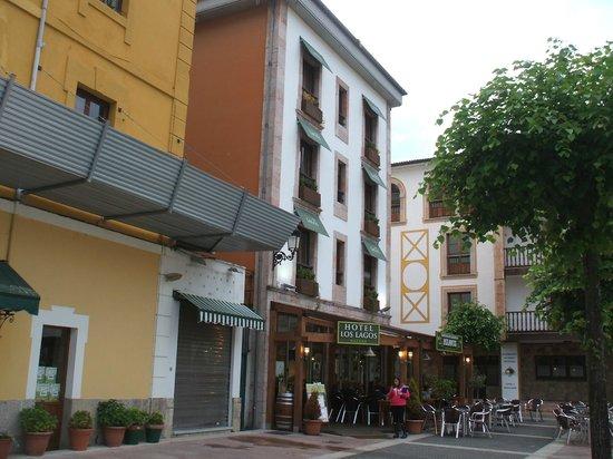 Hotel Los Lagos Nature: VISTA DEL HOTEL EN PLAZA AYUNTAMIENTO
