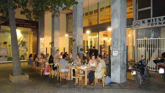 O Tzitzikas Ke O Mermigkas: The restaurant near Syntagma