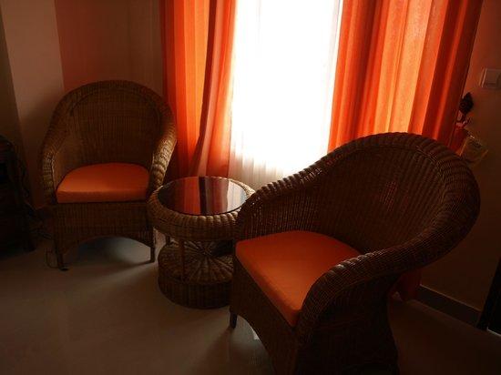Sunset Lavinia Hotel: Room Sitting area