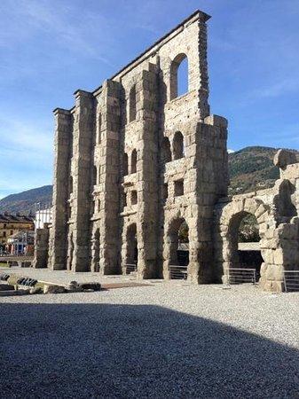 Aoste, Italie : teatro romano