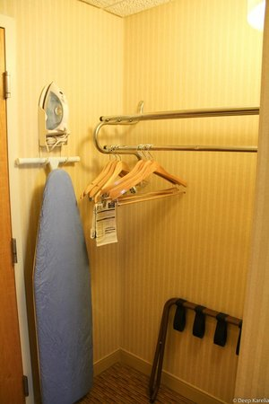 Comfort Inn Airport: Single Queen bed room