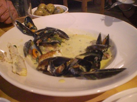 Coast Coffee Bar and Bistro: fish and mussels in cider cream sauce