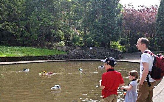 Valley Gardens: Boat races!