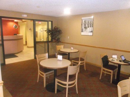 Americas Best Value Inn - East Syracuse: Salle à manger / 13-08-2014