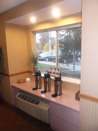 Americas Best Value Inn - East Syracuse : Plenty of coffee / August 12th 2013.