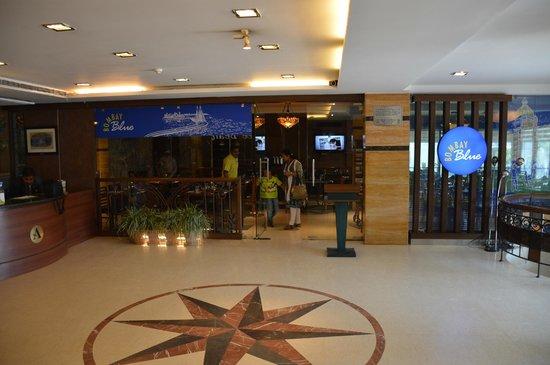 Hotel Aquamarine: Reception Lobby