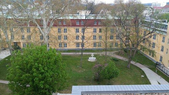 Austria Trend Parkhotel Schönbrunn Wien: View to inner garden area