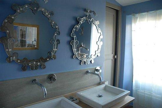 La Forge d'Hauterives : Salle de bains Bois d'Amourette