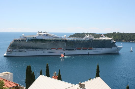 City Harbor : The cruise ship Regal Princess at Dubrovnik