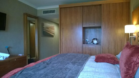 Lakeside Park Hotel & Spa: Nice room, although needed a hoover