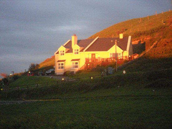 Sea View House Doolin : View of Sea View House from Gus O'Conners pub
