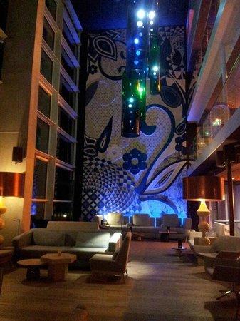 Room Mate Aitana: Bar lobby