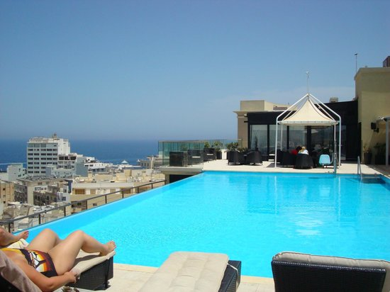 The Palace : Infinity Pool on the 9th floor