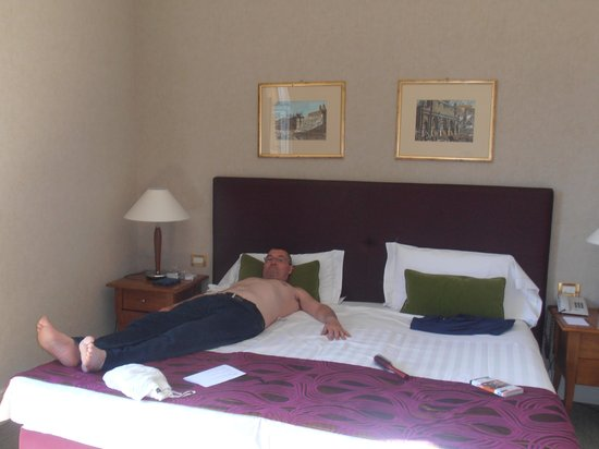 Hotel Dei Mellini: My hubby flaked out after our journey from the UK