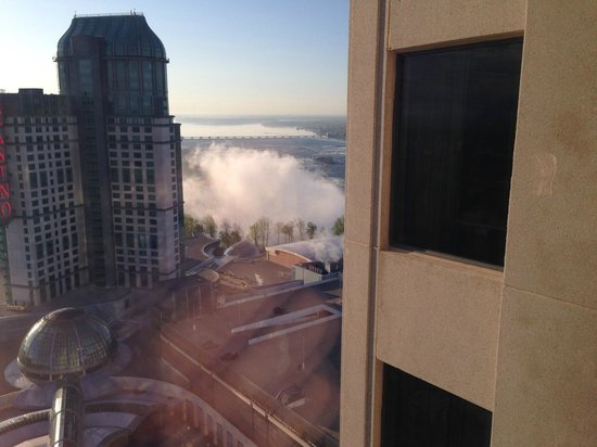 Hilton Niagara Falls/Fallsview Hotel & Suites : My view of the falls from my room