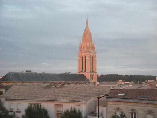 Ibis Bordeaux Centre Bastide : View from room 330 at Sunset. Lovely!