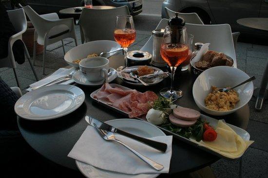 KULISSE Theater-Restaurant : Frühstück Maximilian für zwei Personen