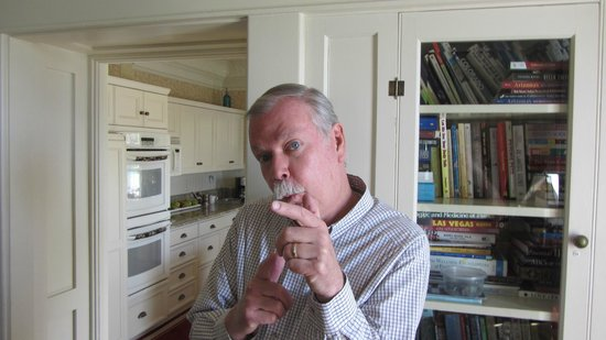 England House B&B: Joking Richard (Innkeeper)