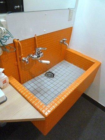 New Shochikubai: Un lavabo en medio del pasillo