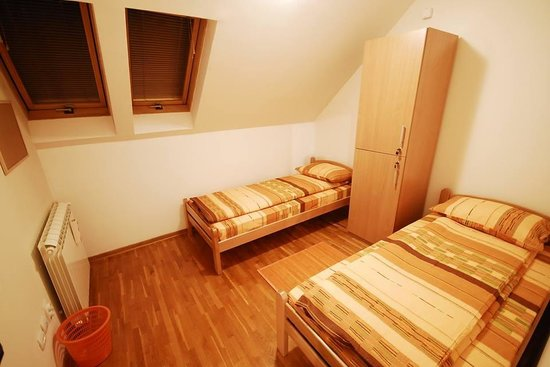 City Break Hostel: two bed private room