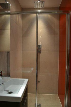Hotel Melville: Superclean bathroom, felt at home