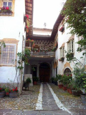 Villa Bertagnolli : Court yard