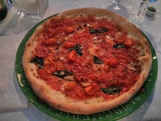 Ciro and Sons: Gluten free Marinara pizza