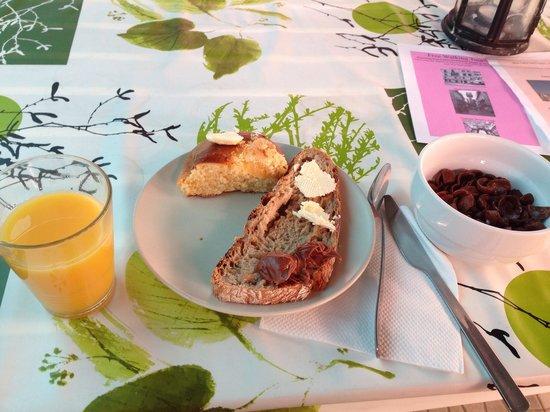 Alfama Lounge Suites : getした朝食の一部