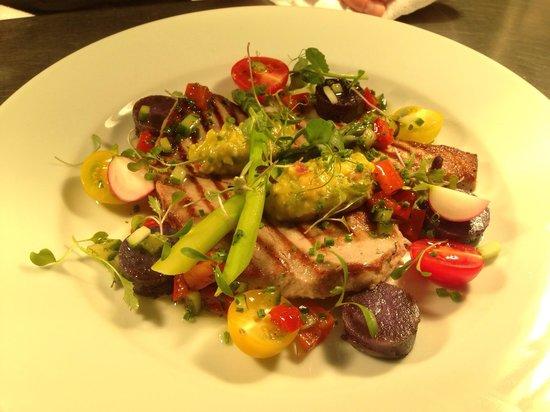 Rendezvous Wine Bar: Seared tuna with pineapple and avocado salsa