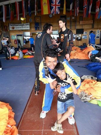 Skydive Spain: me and junior ..before flying