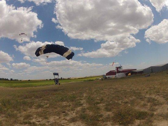 Skydive Spain: Landing