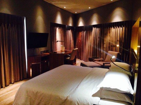 Sheraton Grand Bangalore Hotel at Brigade Gateway: Sleeping area of room