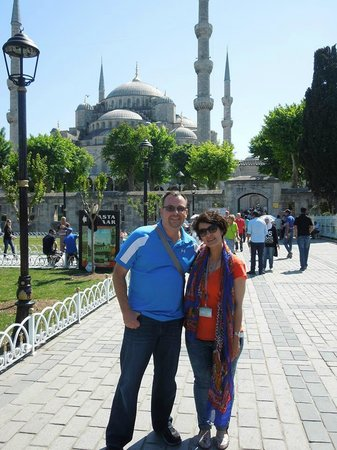 Daily Istanbul Tours: Our tour guide Ozgu on the right!! What a wonderful time!!