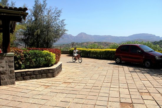 Anandvan Resort : Entrance porch