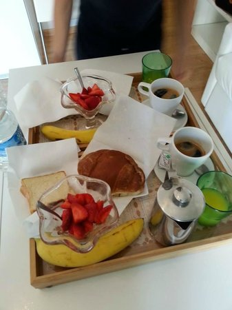 Emily Suites: Breakfast