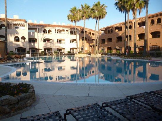 Los Amigos Beach Club: the top pool