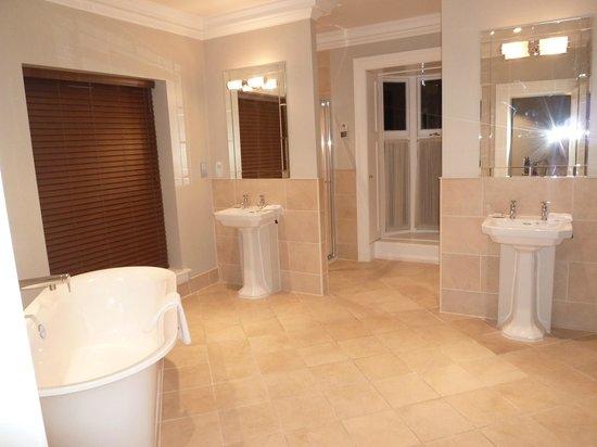 Wivenhoe House: トイレ・バスルーム