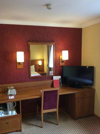 Ramada London South Ruislip : Room