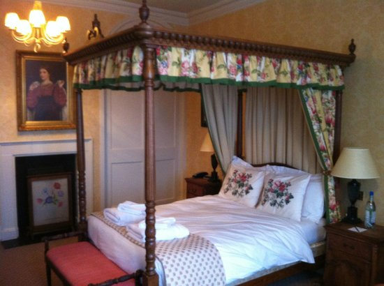 The Bear Hotel Market Place: bear four poster (room 5)