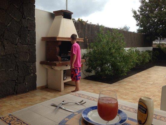 Sun Grove Villas & Spa: Great BBQ area