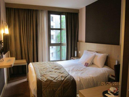 Mercure Paris Gobelins Place d'Italie: Room 407: Bed