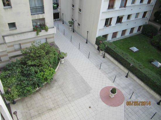 Mercure Paris Gobelins Place d'Italie: Room 407: Courtyard View