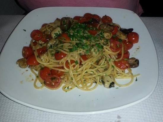 Ta' Karolina: spaghetti with tuna